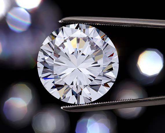 Abbildung vom Diamant mit Zange